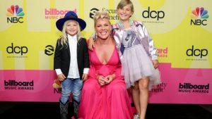 Revisa Los Looks De La Alfombra Roja De Los Billboard Music Awards
