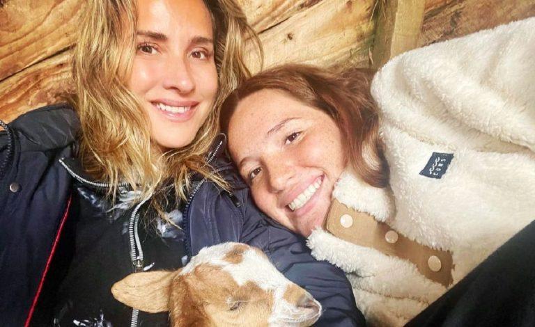 Angelica Castro Y Su Hija Laura