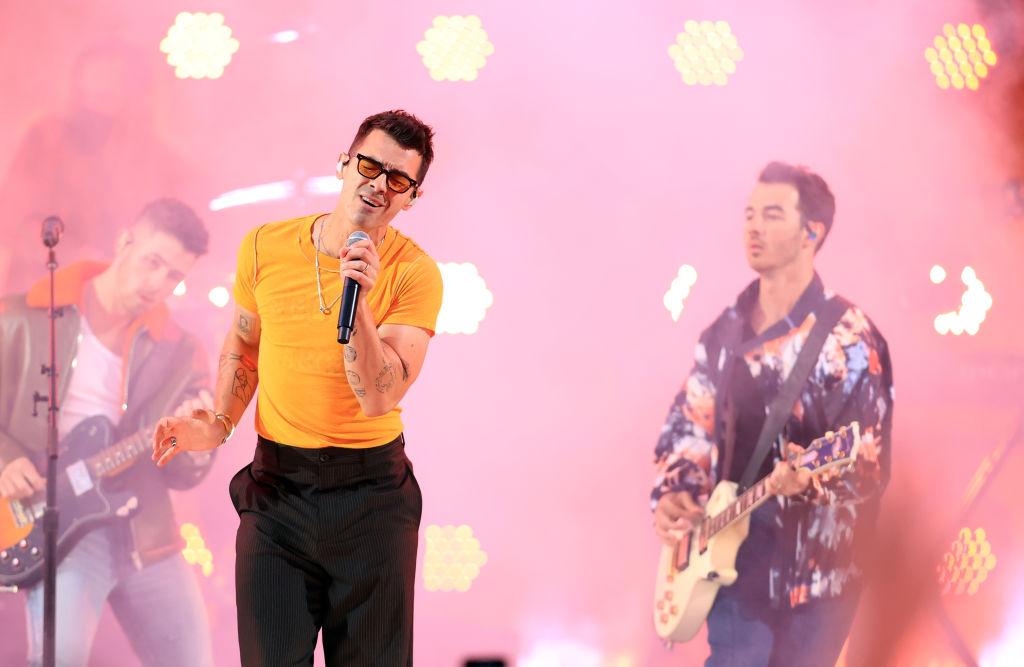 Jonas Brothers cerraron la premiacion