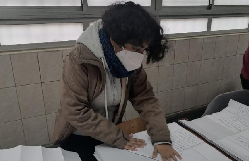 Joven Discapacidad Auditiva Elecciones