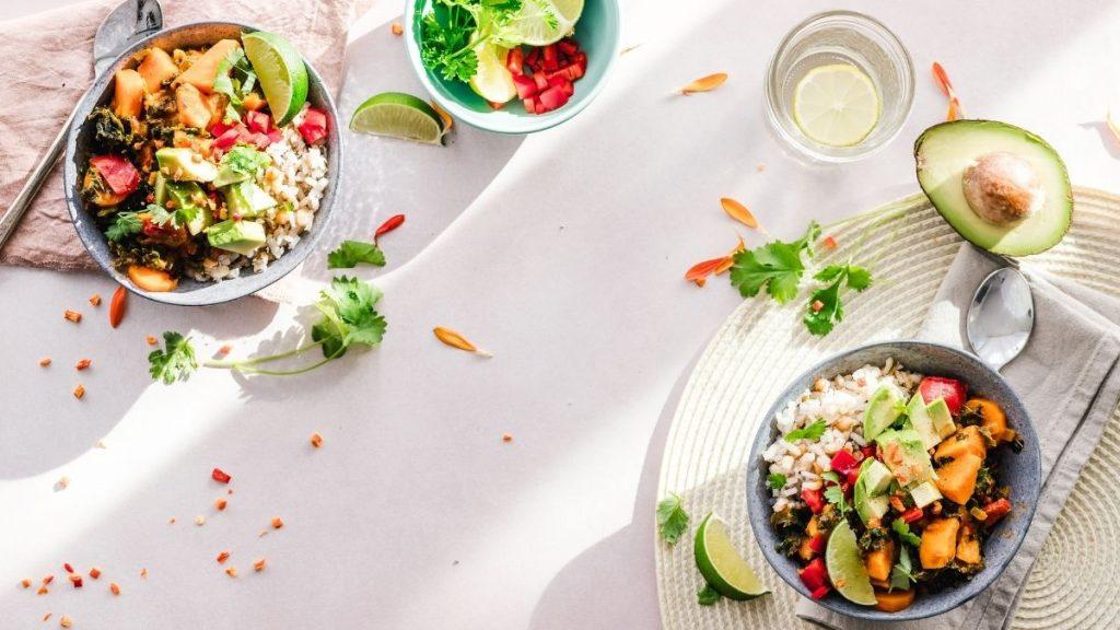 ¿Con ganas de comerlo todo? 7 hábitos para una alimentación saludable en cuarentena