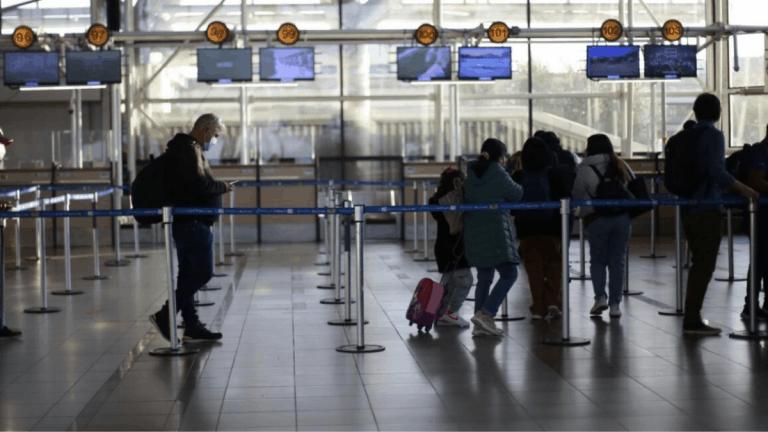 Estados Unidas emite alerta para no viajar a Chile por altos contagios