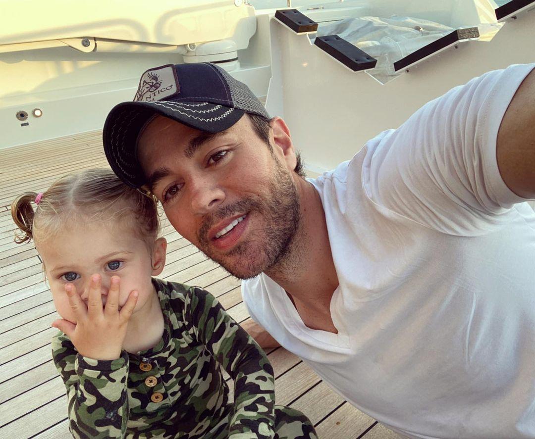 Enrique Iglesias Y Su Hija Mary