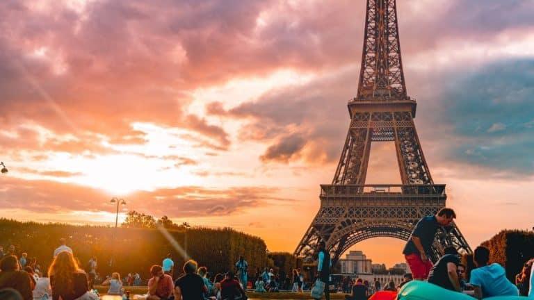 Francia Termina Con El Uso De Mascarillas Y Pone Fin Al Toque De Queda