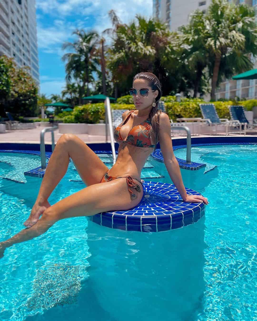 Gala Caldirola Posa En Bikini