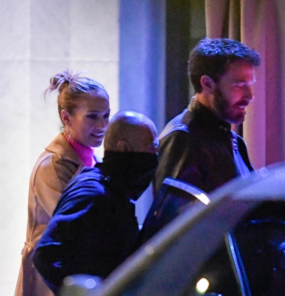 Jennifer Lopez And Ben Affleck Cenando