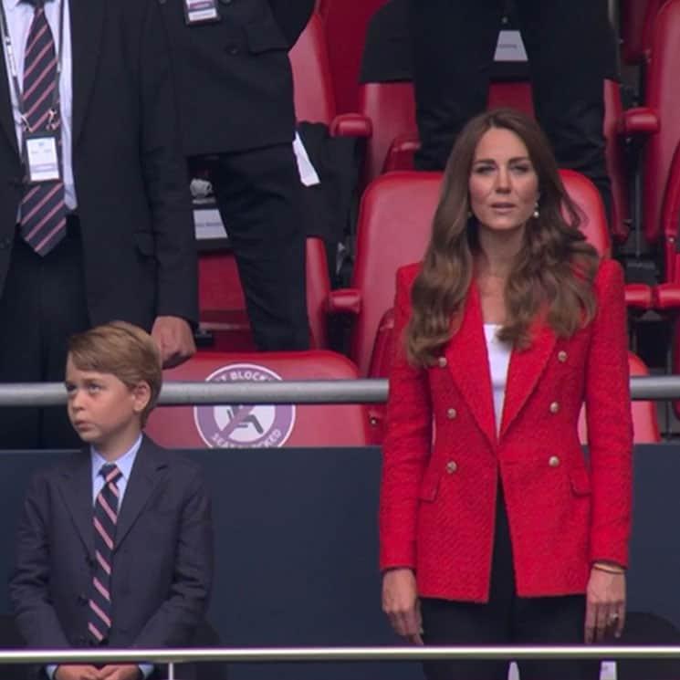 Blazer Rojo Kate Middleton