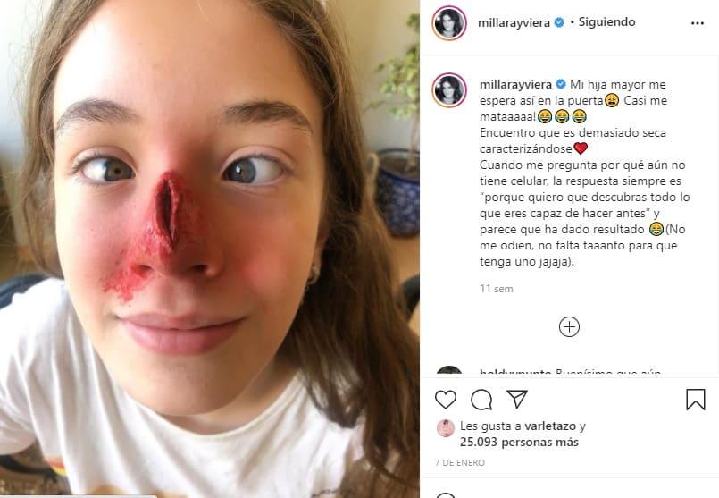 Millaray Viera chochea con su hija