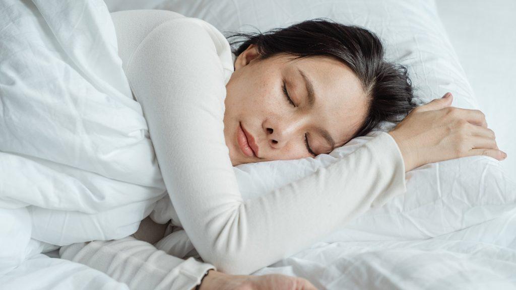 ¿Cuán seguido debes lavar las fundas de tu almohada?