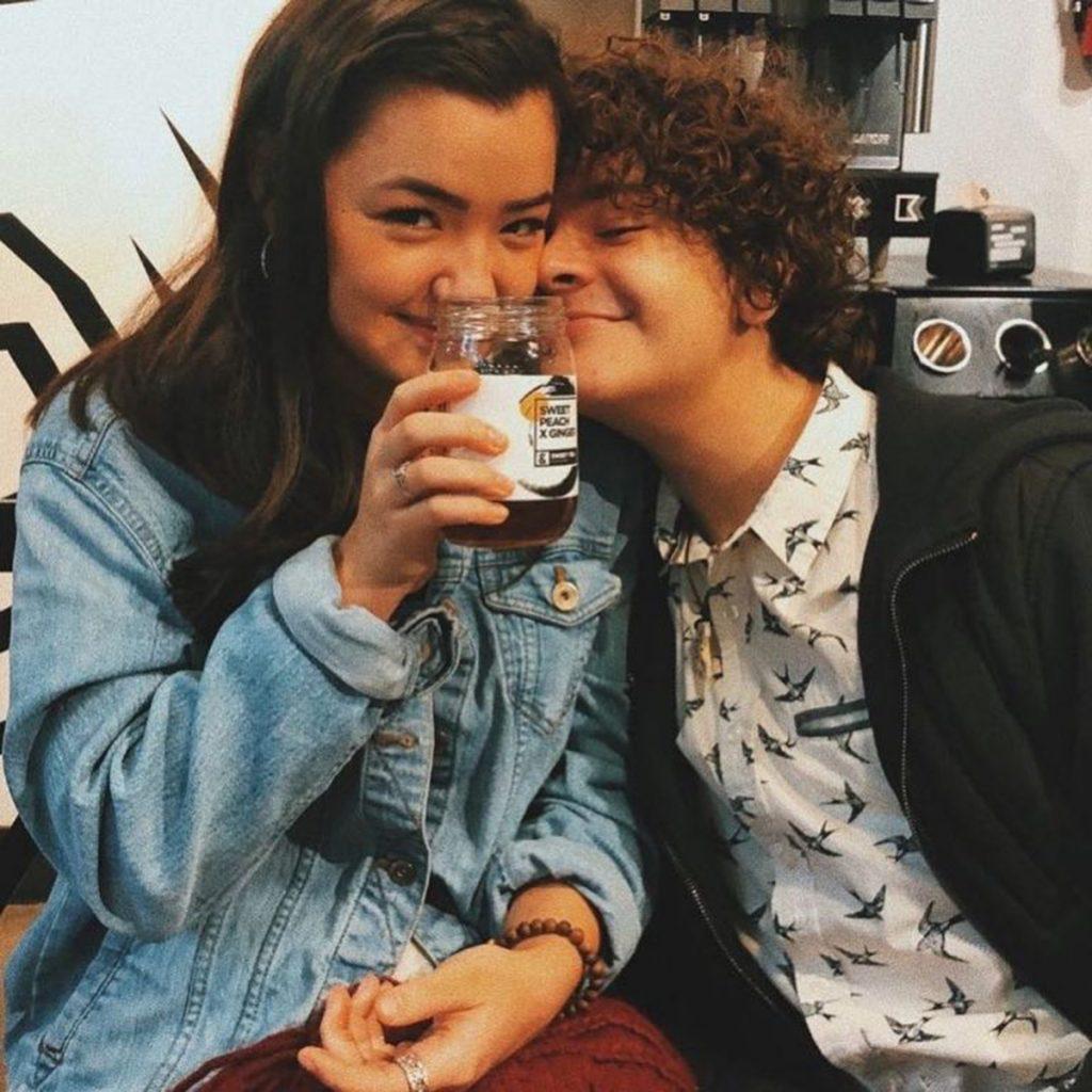 Gaten Matarazzo Y Lizzy Yu