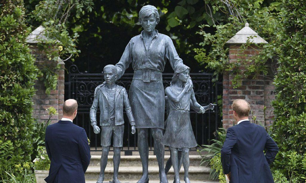 Conoce la imagen de Diana de Gales que es idéntica a su estatua