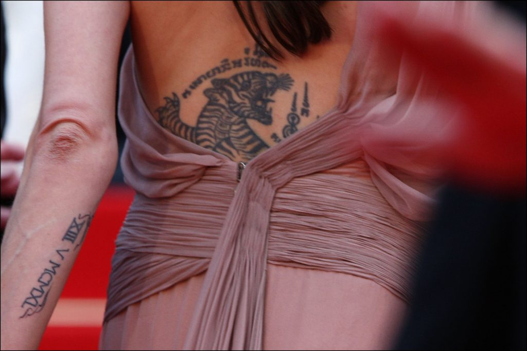 Angelina Jolie en los peores tatuajes