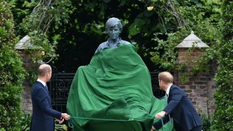William Y Harry Inauguran Oficialmente La Estatua De La Princesa Diana