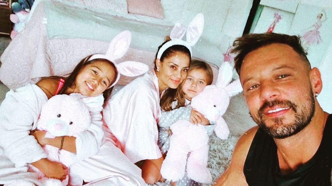 Frabricio Vasconcellos Y Su Esposa Con Sus Hijas