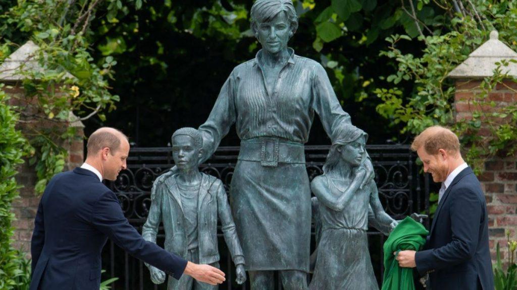 Harry Y Wiliam Lady Di Estatua
