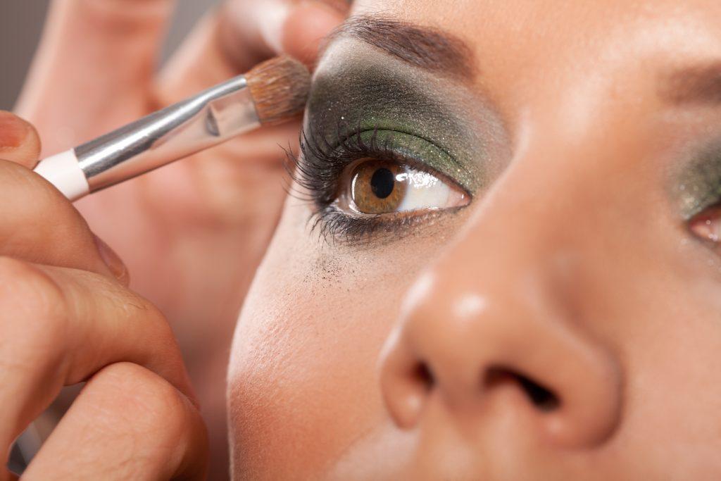 Applying Professional Make Up