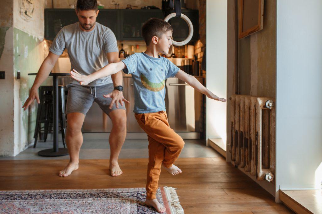 Bailar actividades en casa