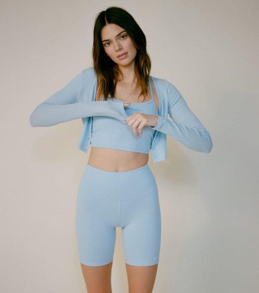 Kendall Jenner Con Biker Shorts 1