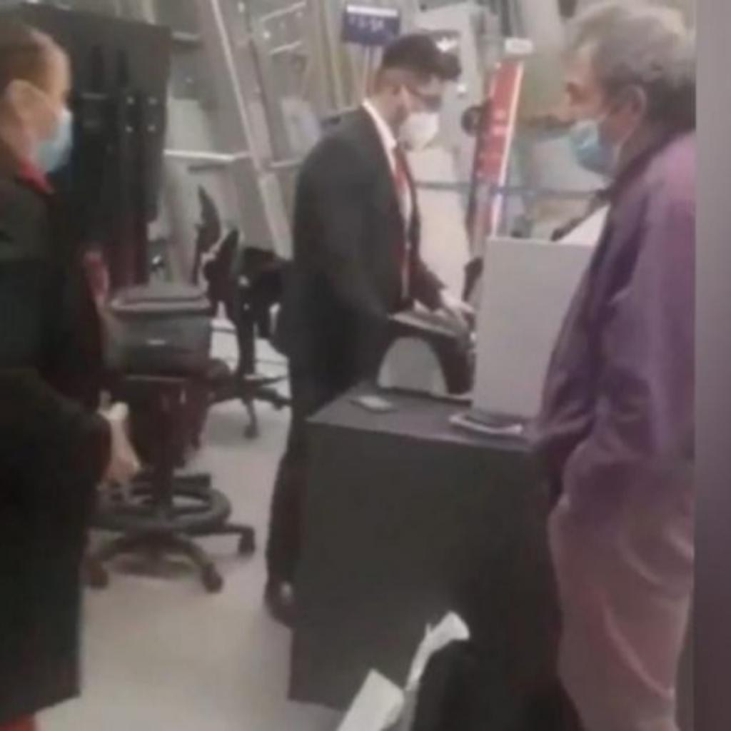 Médico Detenido En Aeropuerto Santiago