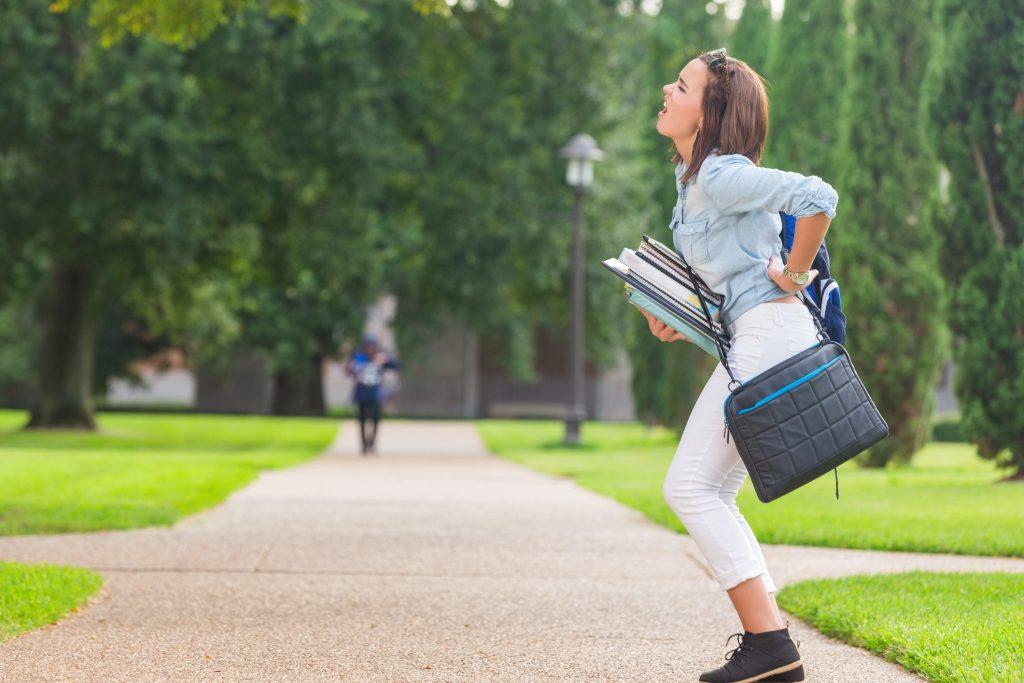 Postura corporal y cargar mochila