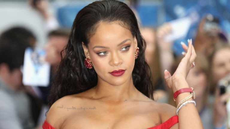 Rihanna Multimillonaria
