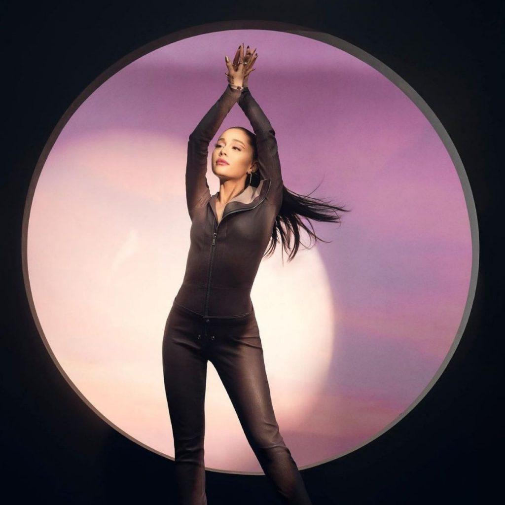 Ariana Para Allure 2