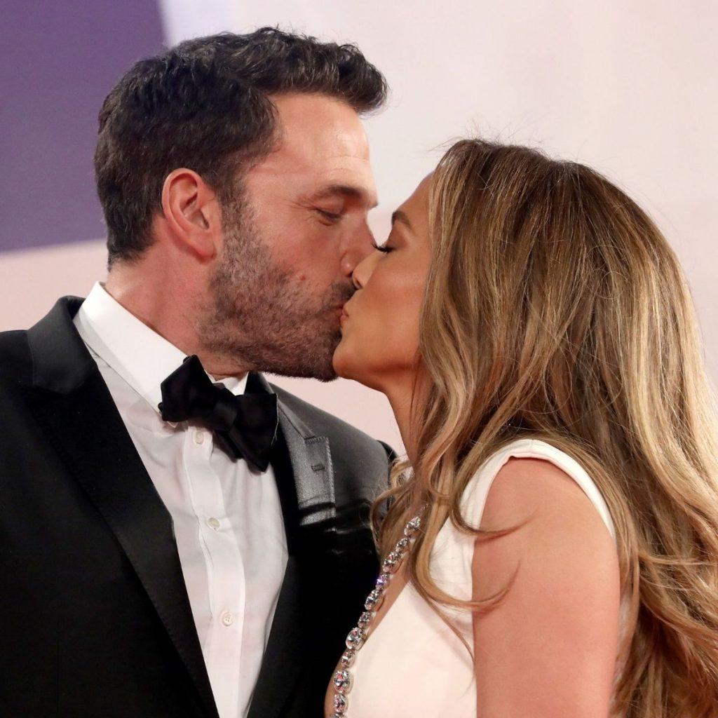 Beso Entre Ben Y Jennifer