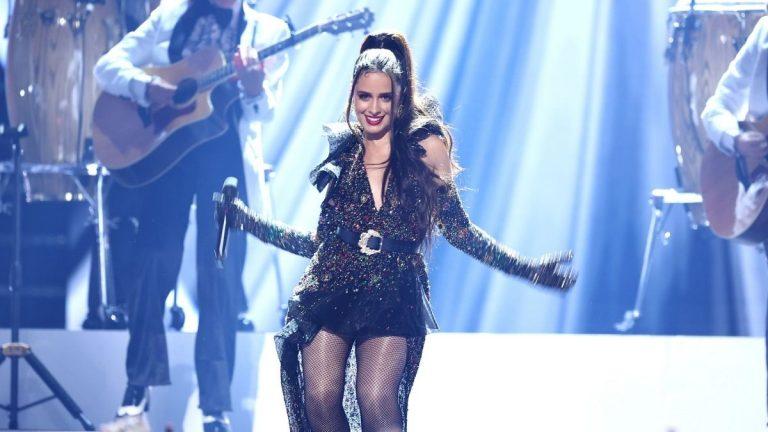 Camila Cabello Cantando