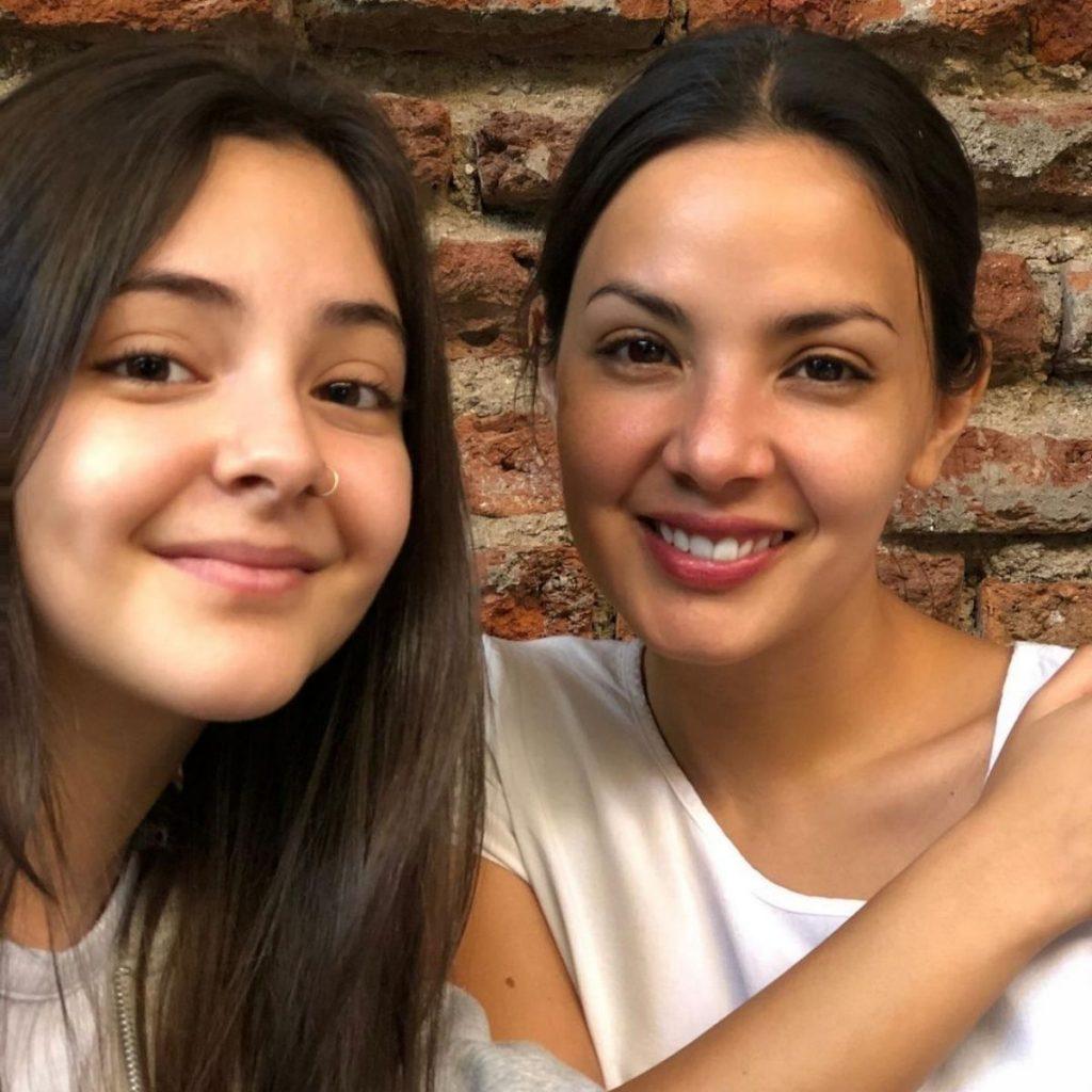 Carolina Arredondo Junto A Su Hija