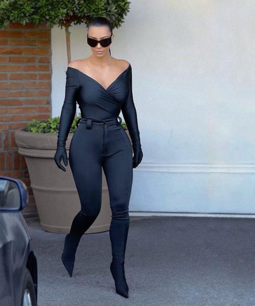 Kim Kardashian en pantboots