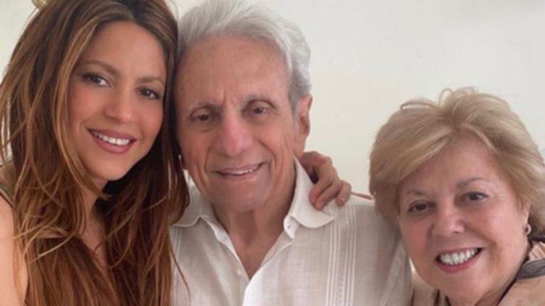 Shakira con su papá y su mamá
