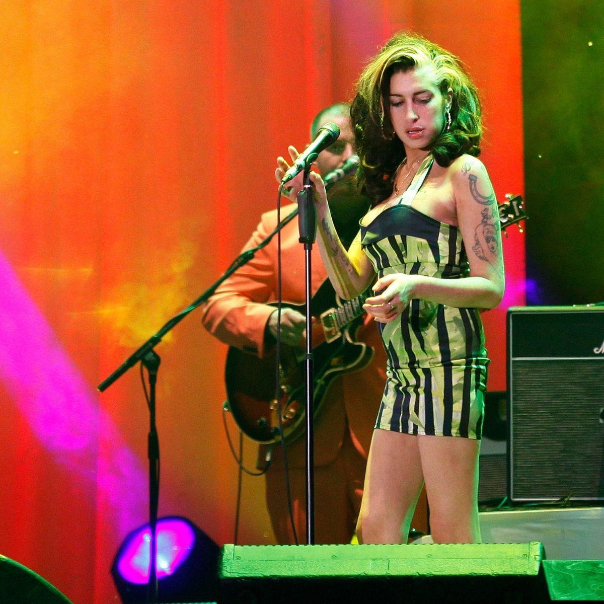 Subastan Amy Winehouse (1)